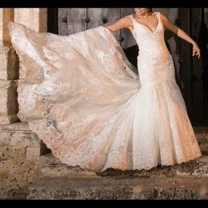 Beautiful Wedding dress - like new